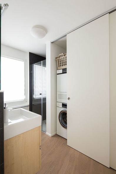garderobenschrank bringt mehr wohnkomfort ammann ag. Black Bedroom Furniture Sets. Home Design Ideas