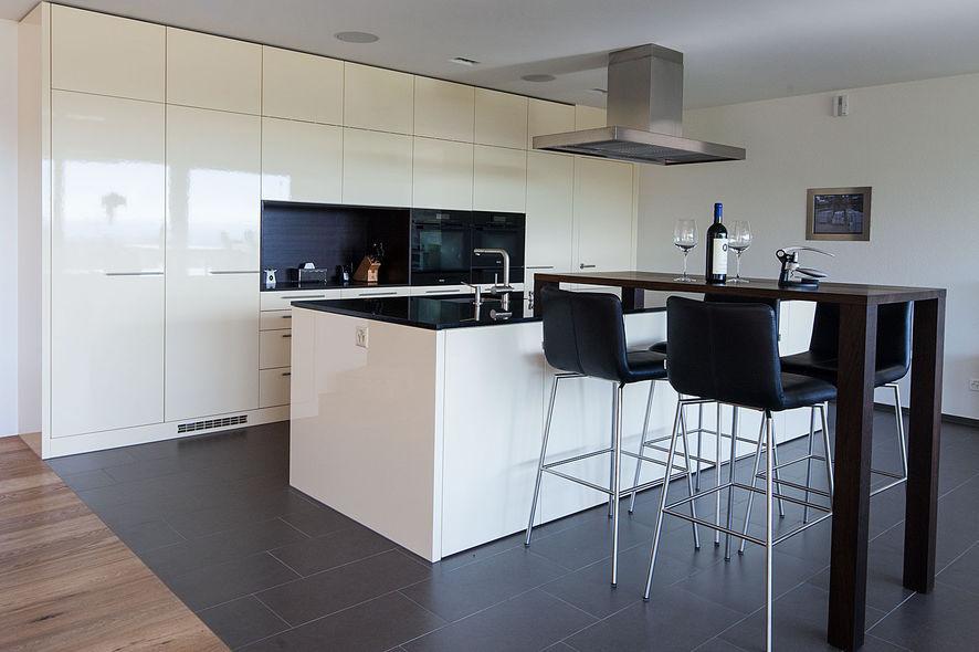 Designküche: Individueller Küchentisch - Ammann AG