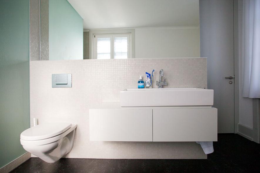 schlafzimmer mit bad und wandschrank ammann ag. Black Bedroom Furniture Sets. Home Design Ideas